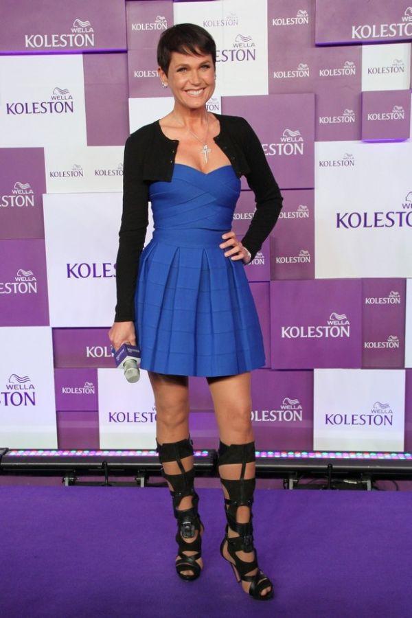 Xuxa mostra novo visual moreno durante evento e diz que sempre foi o sonho de sa mãe
