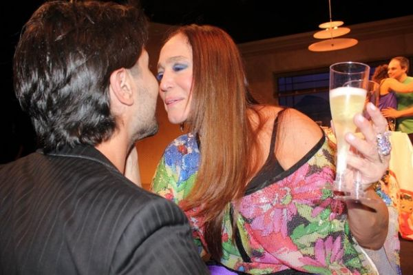 Susana Vieira comemora 70 anos com festa em teatro no Rio