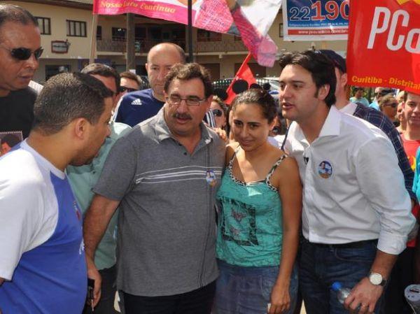 Com o pai, Ratinho Júnior comemora liderança do Ibope