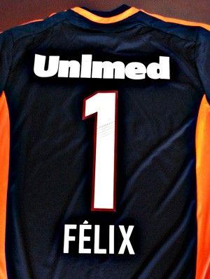 Flu vai entrar em campo com camisa de Félix no clássico contra o Vasco