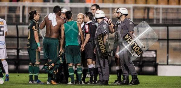 Após perder, Palmeiras contesta árbitro e vê ajuda a Corinthians