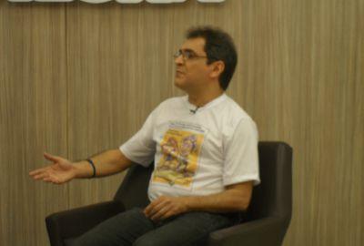 Humorista João Cláudio Moreno pede desligamento do PCdoB
