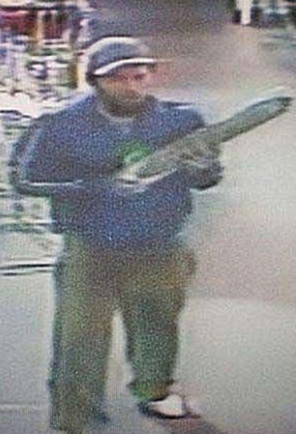Polícia tenta prender ladrão que roubou brinquedo sexual de 80 cm
