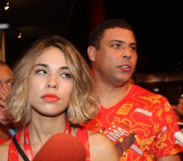 Ronaldo volta a circular na noite sem Bia Antony