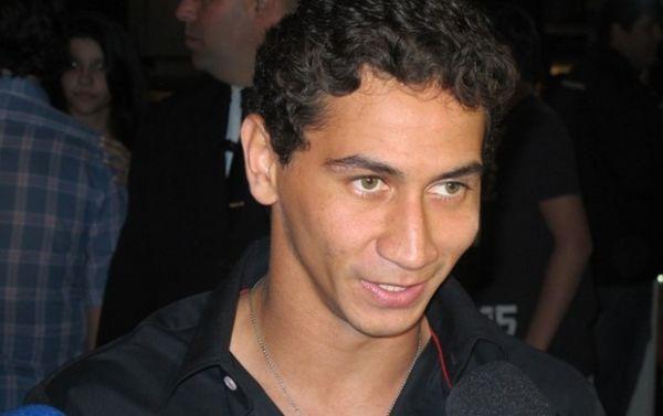 Vestido igual ao filho, Neymar festeja 1 ano de Davi Lucca: