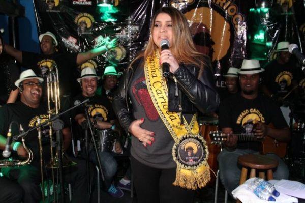 Adriana Bombom e Mayra Cardi são vítimas de mão boba de David Brazil