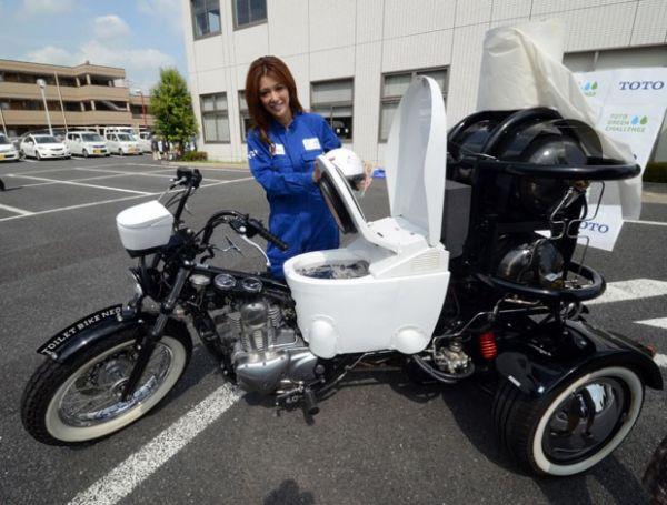 Empresa faz demonstração de triciclo que funciona com fezes