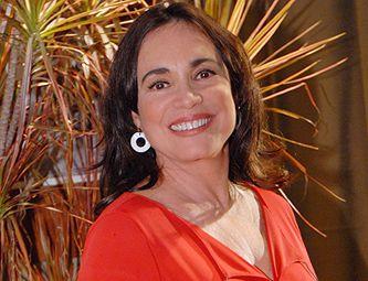 Regina Duarte evita falar de política por ter se metido em polêmica no passado