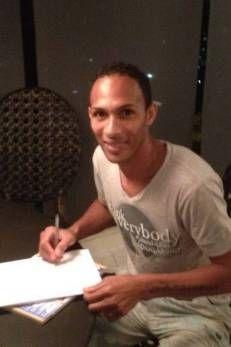 Liedson assina papel, mas Flamengo aguarda exame para anunciar reforço  Leia mais: http://extra.globo.com/esporte/flamengo/liedson-assina-papel-mas-fl