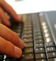 Brasileiro gosta mais de navegar na internet à noite, diz pesquisa
