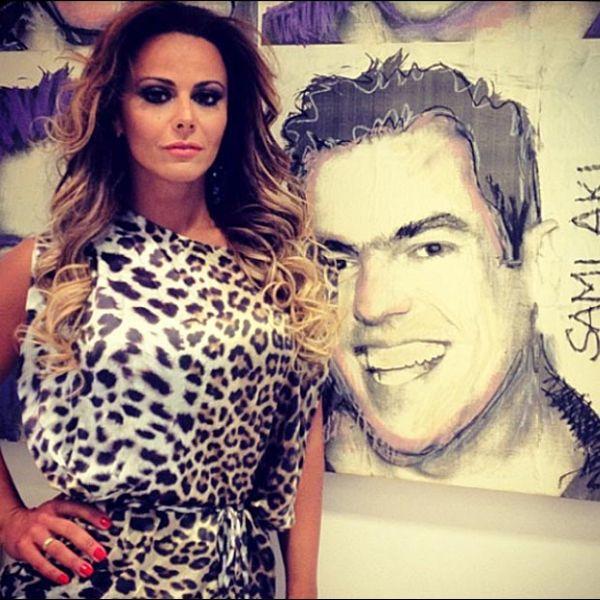 Após confinamento em reality show, Viviane Araújo vai a salão de beleza