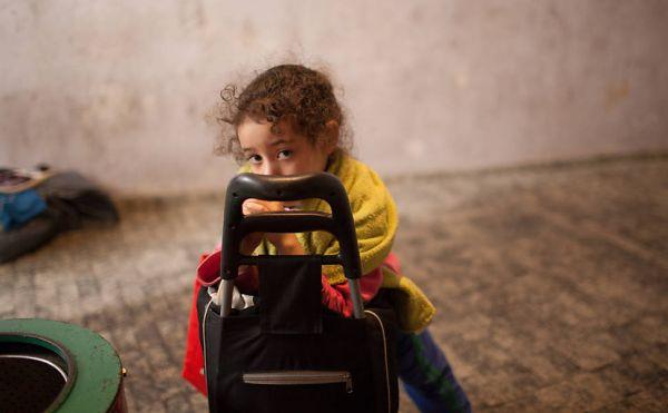 Desalojada, filha de sem-teto luta para ir à escola