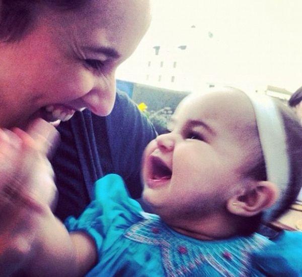 Para comemorar os 8 meses da filha, Mariana Belém posta foto fofa