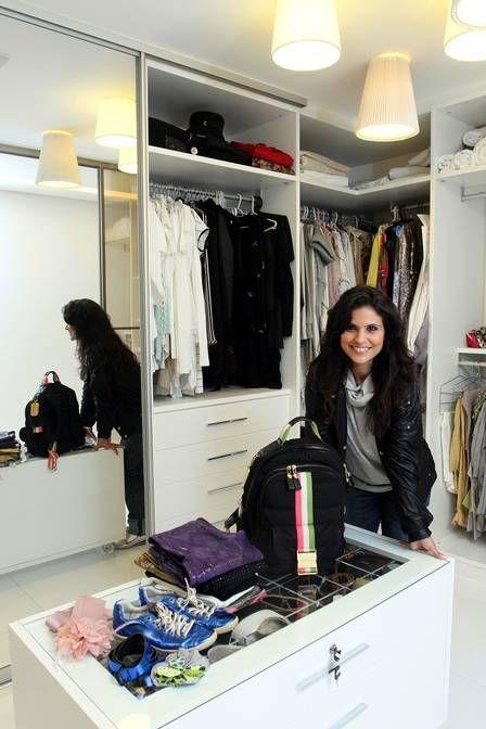 A cantora gospel Aline Barros abre seu armário repleto de grifes