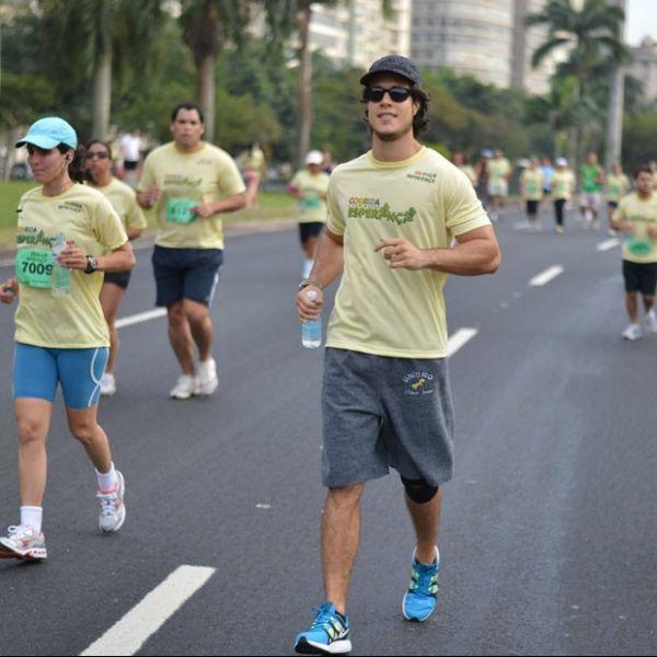 Famosos participam da Corrida e Caminhada Esperança