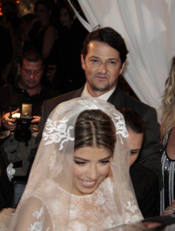 Marcelo Serrado se casa com a bailarina Roberta Fernandes
