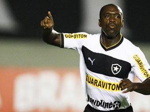 Primeiro gol de Seedorf no Botafogo repercute na Itália