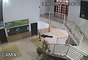 Morre vigia espancado por assaltante em terminal de ônibus