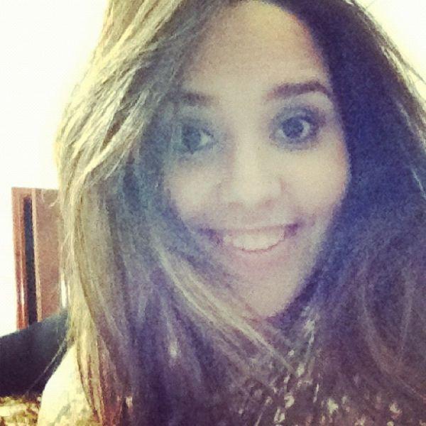 Perlla clareia o cabelo e mostra novo look em rede social