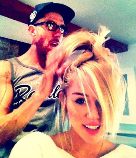 Platinada: Miley Cyrus mostra seu visual (ainda mais loiro) no Twitter