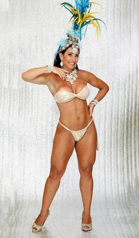 Scheila Carvalho dá dicas para manter o corpão em forma