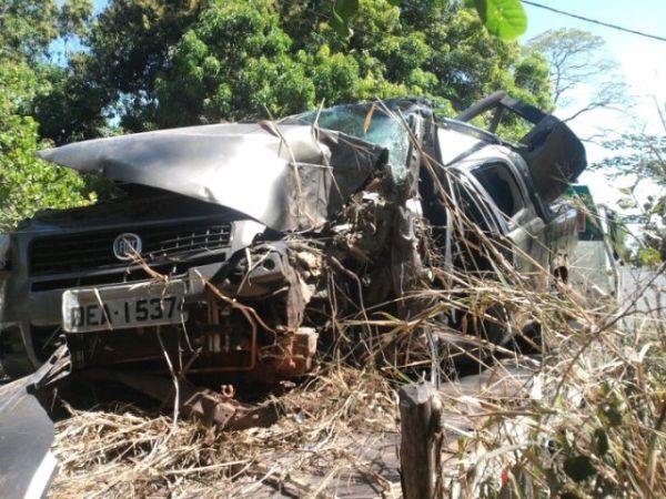 Empresário morre após colidir com árvore no Piauí