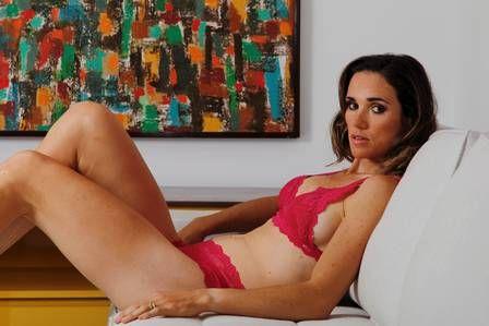Fabiana Beltrame mostra curvas fora do remo