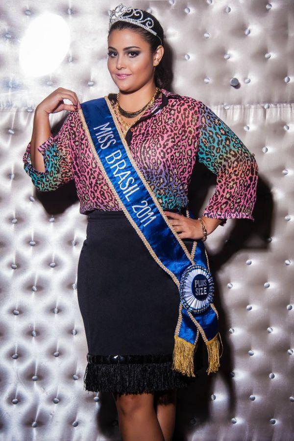 Miss Brasil Plus Size posa para campanha de verão
