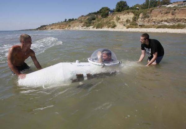 Inventor ucraniano leva dois anos para construir submarino caseiro sozinho