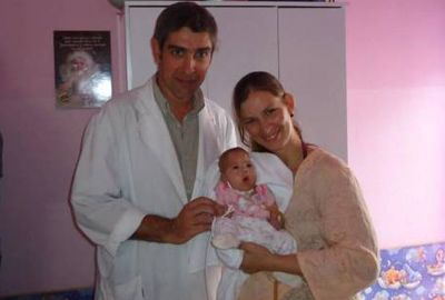 Bebê encontrada viva em necrotério na Argentina vai para casa após cinco meses