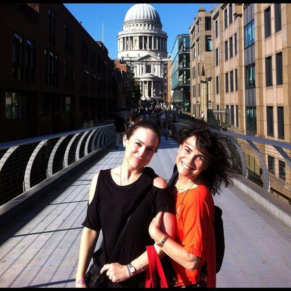 Regina e Gabriela Duarte posam em Veneza e relembram novela