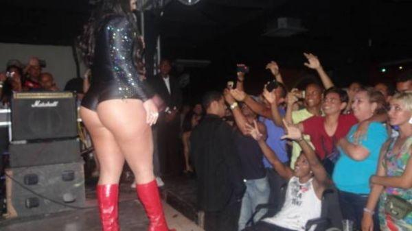 Mulher Melancia leva os fãs ao delírio com o tamanho de sua roupa