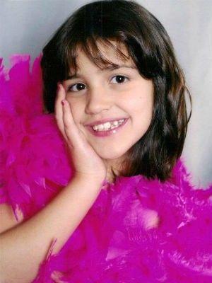Pais vão às ruas por R$ 120 mil para pagar cirurgia da filha