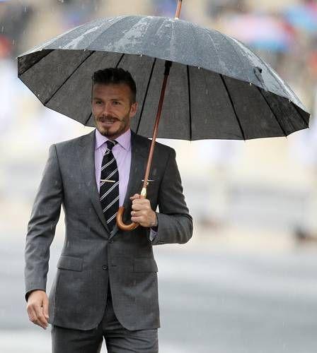 David Beckham é eleito o homem mais sexy do mundo vestindo um terno