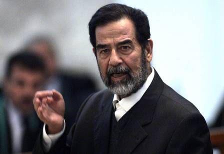 Sósia de Saddam Hussein é atacado por gangue que quer obrigá-lo a fazer filme pornô