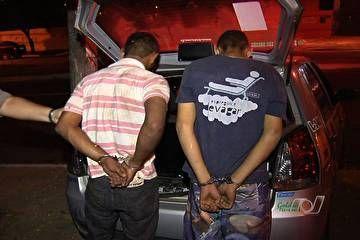 Sequestrado bate em carro da PM e é salvo