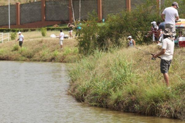 Campeonato de pesca reúne moradores do Aldebaran