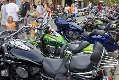 Evento beneficente na Flórida (EUA) reúne 10 mil motociclistas e suas motos exageradas