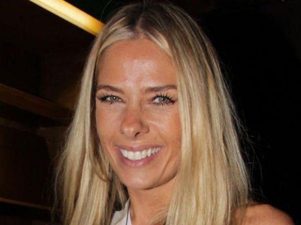 Adriane Galisteu usa antirrugas para manter pele de menina