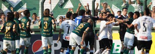 Derrota do Palmeiras tem briga nas arquibancadas e em campo