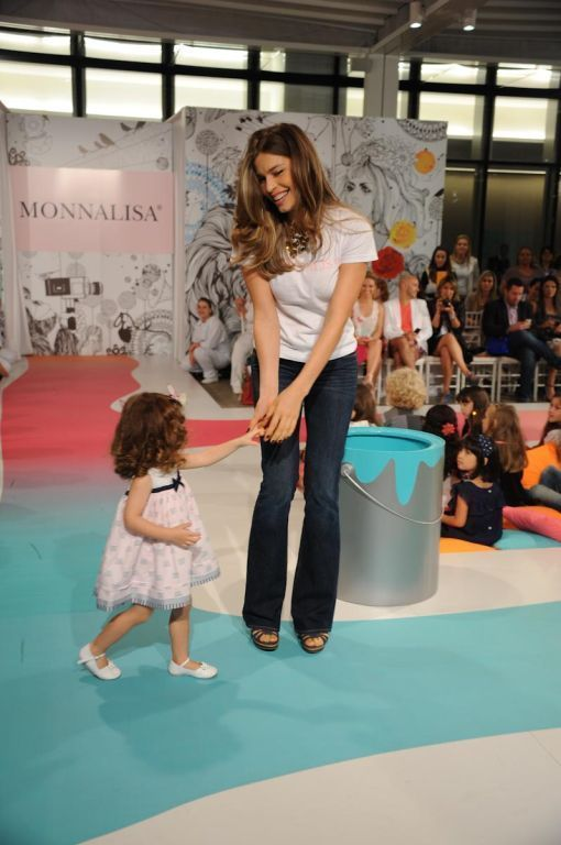 Grazi Massafera desfila durante o Fashion Weekend Kids