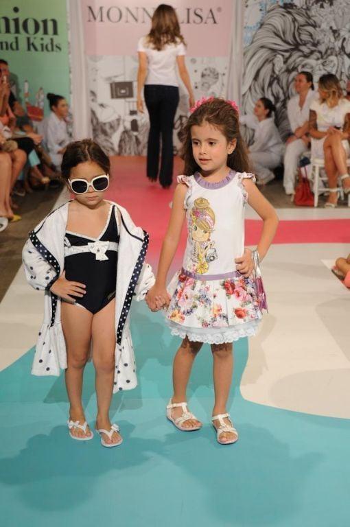 Grazi Massafera desfila durante o Fashion Weekend Kids