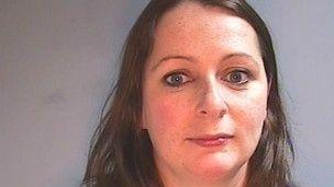 Britânica é condenada a 8 anos por aborto com 9 meses de gestação