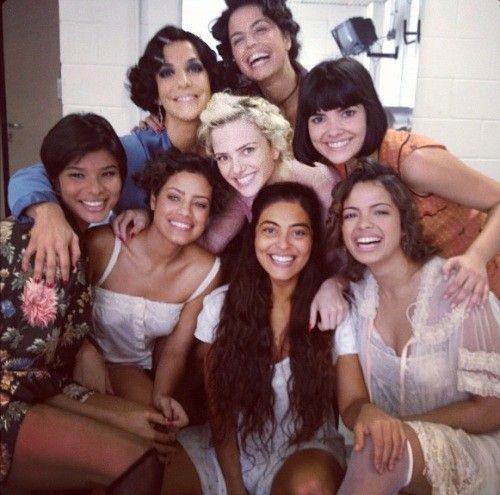 Ivete Sangalo posa ao lado de atrizes de Gabriela em clima de despedida