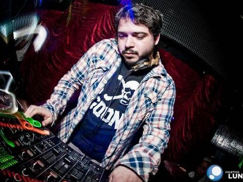 DJ conhecido da noite carioca é preso por pedofilia