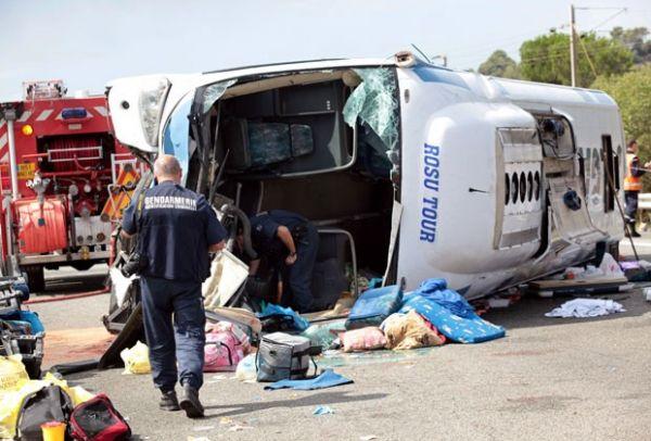 Bebê morre e 40 pessoas ficam feridas em acidente na França