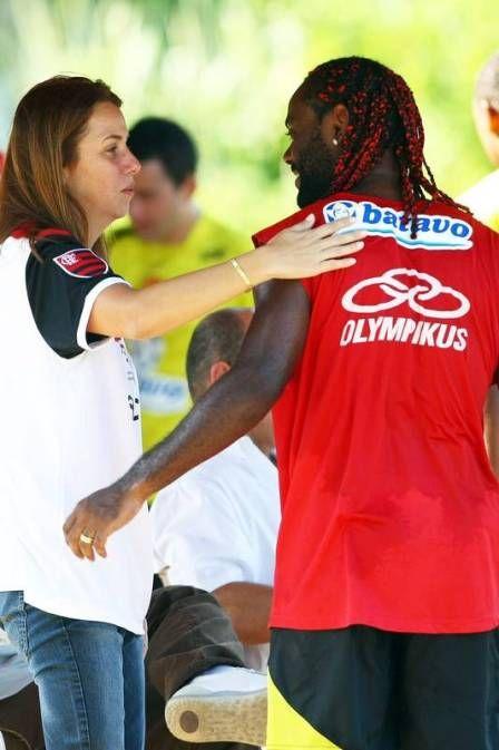 Patricia Amorim usa Vagner Love em propaganda eleitoral e gera denúncia no TRE