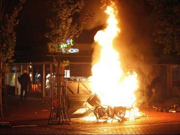 Festa do Facebook acaba com 20 presos e 25 feridos na Holanda