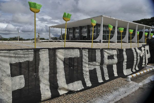 Fichas-sujas aproveitam brechas na lei para poderem se candidatar