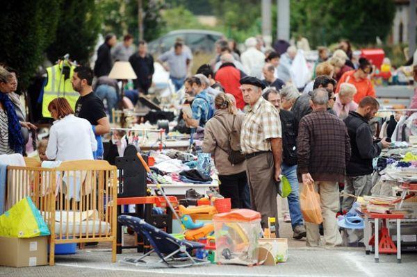 Com crise, feira com produtos de segunda mão faz sucesso na França